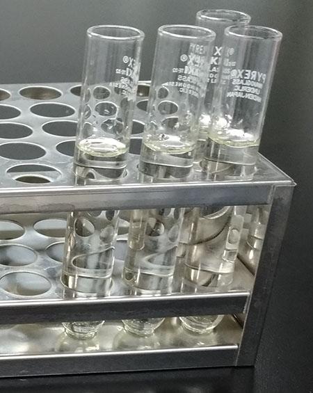 アセチルアセトン溶液を加えた抽出液